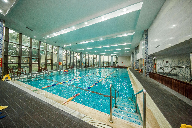 全年恒温室内游泳池.jpg