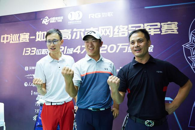 (左起)刘欢、刘泽昊、康静安.jpg